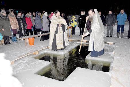 В крещенскую ночь на реке в п. Юрманга.