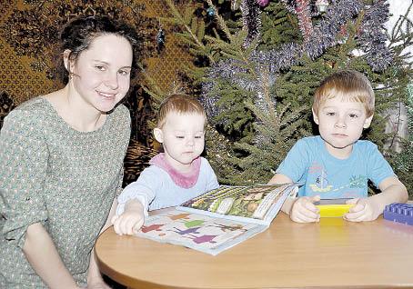 Людмила Дерягина с сыном Кириллом и дочерью Ксенией.