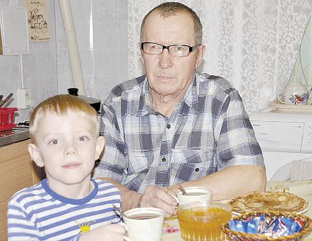 Николай Казунин с внуком Тимофеем.