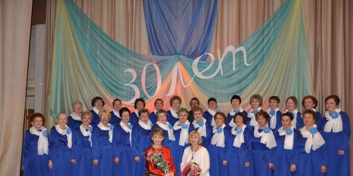 Участники народного хора ветеранов - уважаемые люди с.им. Бабушкина, ветераны труда, представители разных профессий вместе с Натальей Юниной и Светланой Даниловой.
