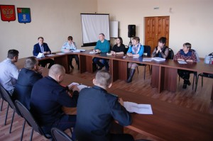 В заседании комиссии приняли участие представители правоохранительных органов, полиции, службы судебных приставов, государственного лесничества, администрации района, главы сельских поселений.