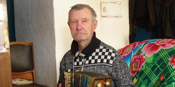 Николай Андреев - гармонист со стажем. Впервые музыкальный инструмент взял в руки, когда ему было всего 10 лет.