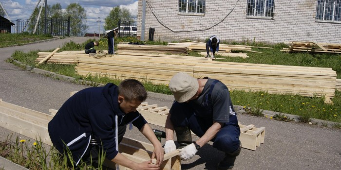 Трудовая бригада Бабушкинской школы за работой.