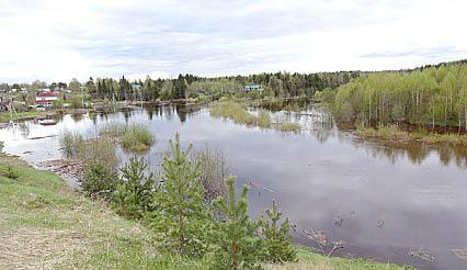 Река Юрманга разлилась, как весной в половодье.