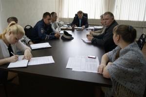 Участники комиссии заслушали информацию Ирины Андреевой, начальника отдела основного и общего образования Управления образования района.