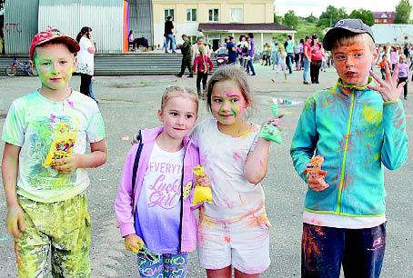 «Посмотрите: какие мы красивые!» Фестиваль красок Холи подарил всем участникам незабываемые впечатления и положительные эмоции.