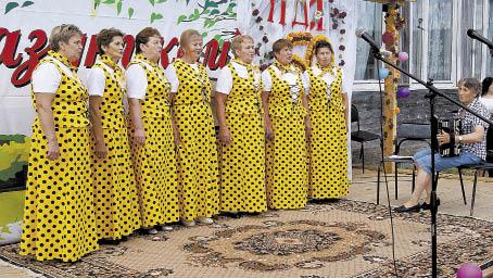 Много песен подарила зрителям группа ветеранов труда поселка Ида.