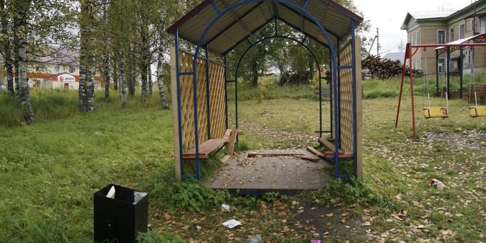 В таком состоянии находится сейчас площадка в райцентре села имени Бабушкина.