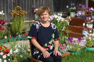 Лидия Князева: «Я рада, что в нашем селе открыты пункты по приемке ягод и иван-чая. Их сбор - работа трудоемкая, но это дополнительный заработок для селян. Да и с трудоустройством в сельской местности проблемы есть, и ветеранам прибавка к пенсии лишней не будет».