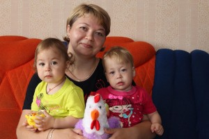 Татьяна Камардина с дочками Аделиной и Даяной.