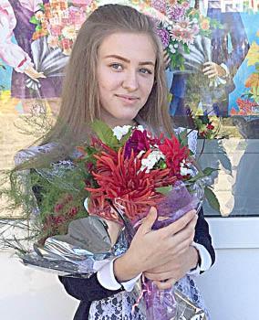 Победитель на выборах в руководители ШУС Миньковской школы Виктория Шадрина.
