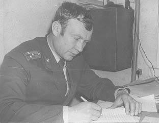 Валерий Улитин во время работы у себя в кабинете, 1985 год. Фото предоставил Валерий Улитин.