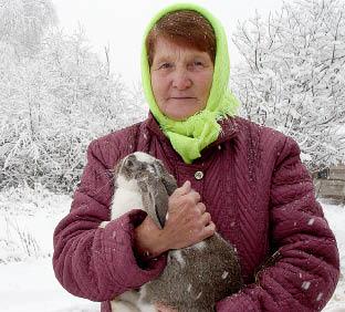 Нина Поспелова: «Я рекомендую всем селянам, особенно молодым семьям, держать на подворье кроликов, это выгодно, а хлопот немного».