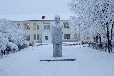 Современное здание Рослятинской школы построено в семидесятых годах ХХ века.