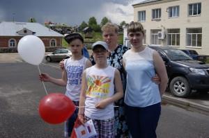 Валентина Шумова с сыновьями Степаном и Никитой и племянницей Дарьей.