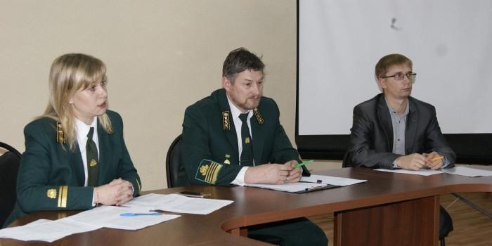Встречу за «круглым столом» провел Владимир Вахрушев.