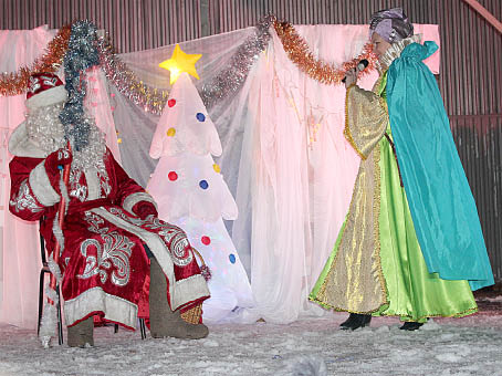 Дед Мороз и Лень в гостях у бабушкинцев.