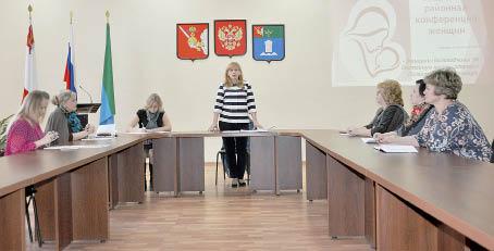 «Государственная политика в отношении женщин» - тема выступления Екатерины Метеньканич, председателя районного женсовета.