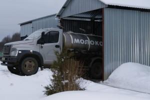 Кооператив «Родник» осуществляет доставку сырого молока от поставщиков своим автотранспортом.
