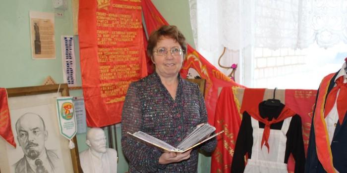 Тамара Сенина много лет преподаёт историю и обществознание.