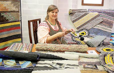 Елена Рыжова демонстрирует свои работы на выставке-ярмарке «Рукотворное чудо».