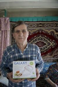 Ивану Ивановичу Коневу вручен приз нашей редакции - электрический миксер.