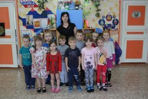 Ольга Мальцева с воспитанниками старшей подготовительной группы. Ольга Валентиновна любит свою работу, ладит с детьми и не вызывает нареканий у родителей.