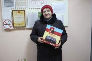 Клавдия Андреева получила свой приз в редакции газеты «Знамя».