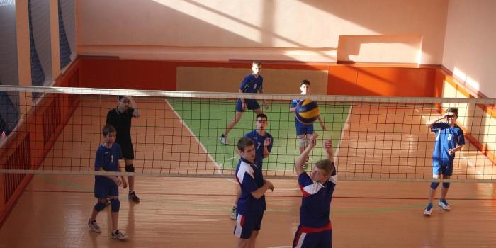 Играют команды Бабушкинской и Миньковской школ.