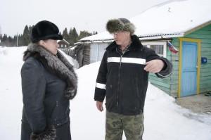 Валентина Шушкова и Леонид Широков совместно обсуждают вопросы деревенской жизни.