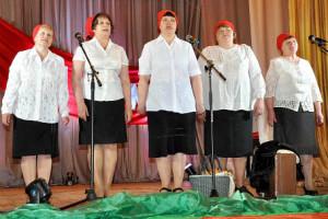 Выступает коллектив ветеранов поселка Зайчики.