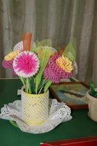 Необычные букеты цветов рождаются в умелых руках мастериц.