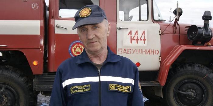 Начальник караула пожарной части №144 села имени Бабушкина Иван Бабиков.