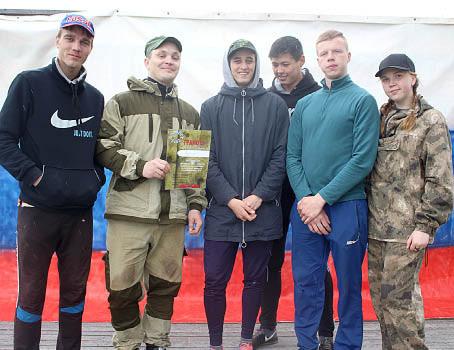 Победители соревнований - команда «Леденгцы».