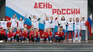 Флешмоб на сцене села имени Бабушкина.