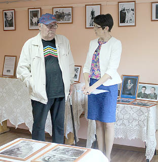 Леонид Вархолов отвечает на вопросы директора Бабушкинского районного исторического музея Елены Сысоевой.