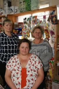 Татьяна Шушкова (слева), Ольга Поздеева (справа) и Елена Ефимовская (в центре) на рабочем месте.
