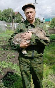 Владимир Мезенев вырастил кроля, который весит более пяти килограммов.