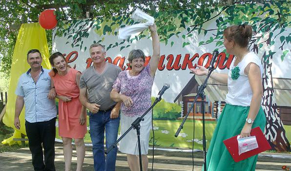 Гости праздника с удовольствием принимали участие в конкурсах, подготовленных сотрудниками Миньковского ДК.