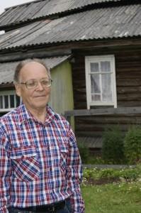Владимир Аристархович Власов ежегодно возвращается на летний сезон в Сосновку, в свой родной дом.