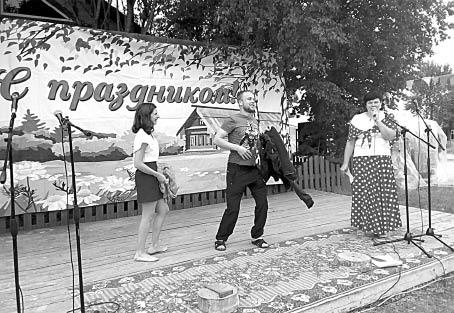 Анна Власова и Дмитрий Варфоломеев во время танцевального конкурса.