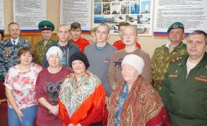 Призывники из нашего района Андрей Конев и Алексей Власов (сверху посередине, слева направо) и участники мероприятия; фото на память.