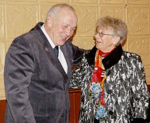 Анатолий Замуракин и Галина Шушкова встретились в Доме культуры на юбилее ВЛКСМ.