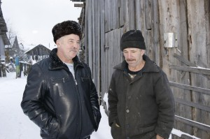 Сергей Чежин беседует в Плешкине с Алексеем Жироховым.