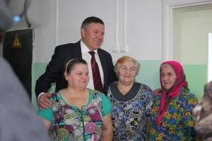 Во время визита в наш район губернатор области Олег Кувшинников посетил Бабушкинскую ЦРБ и пообещал ее работникам и проходящим лечение в стационаре жителям района заменить часть устаревшего медицинского оборудования.