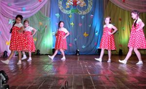Коллектив «Грация» исполнил танец «Калинка».