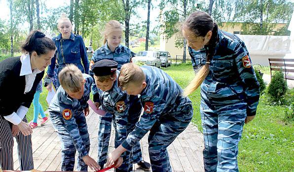 Команда кадетов на одном из этапов игры-путешествия «Я живу в России».