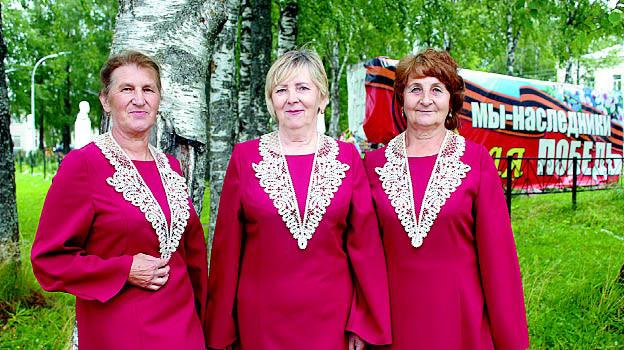 Воротники уже примерили Татьяна Маслова, Галина Кулепова и Татьяна Бабушкина.