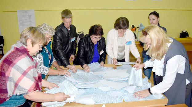 Голосование завершено. Комиссия на участке № 33 райцентра приступила к обработке бюллетеней и подсчету голосов.