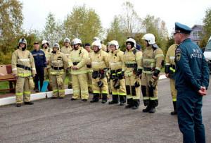 Пожарные подводят итоги учений.